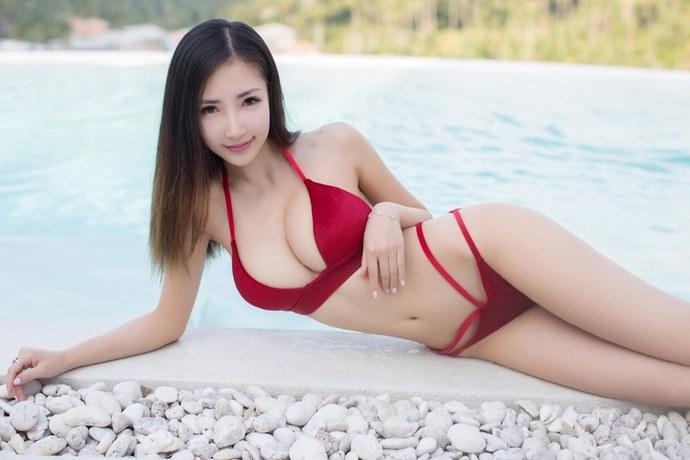 豪乳小姐姐沙滩浴