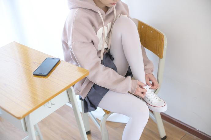超清纯白球鞋高中邻桌小姐姐 82p