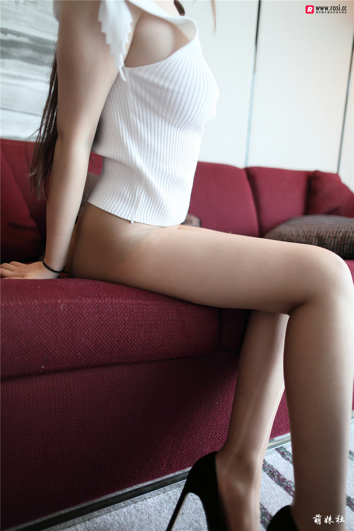 jianzhide.com_萌妹社_rosi系列:冬日里的性感,毛衣下面的妹子