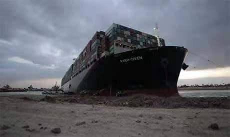 在苏伊士运河中等待的船只已达369艘 其中有25艘油轮